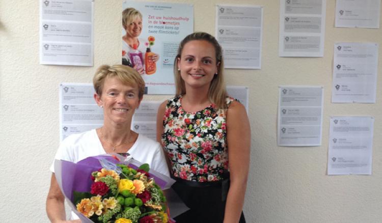 winnares Marleen en coördinator Tenessie in het kantoor in Eeklo